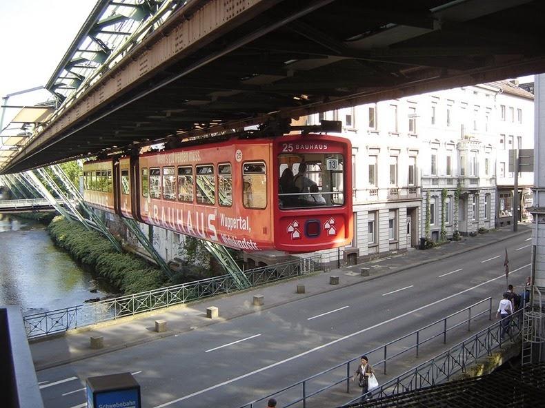 أطول قطار داخلي معلق بالعالم موجود بمدينة ويبيرتال Wuppertaler-Schwebeb
